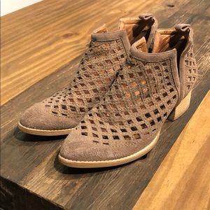 Jeffrey Campbrll Taggart Bootie Taupe Size 9